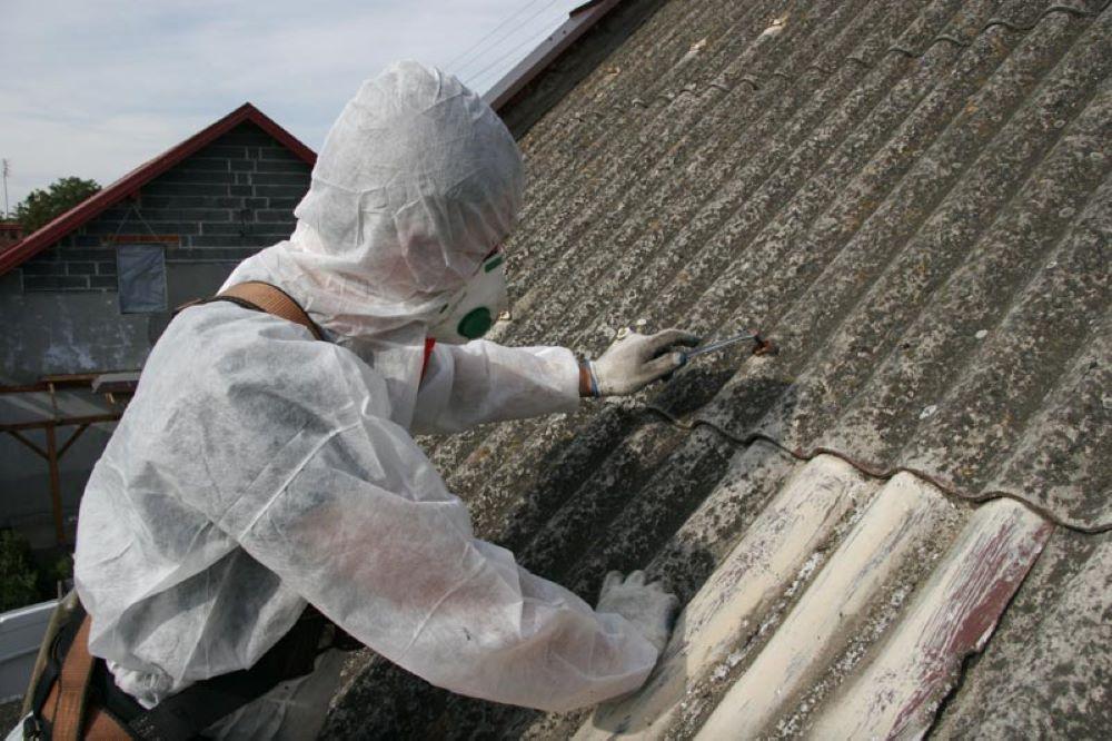Usuwanie dachu z azbestu